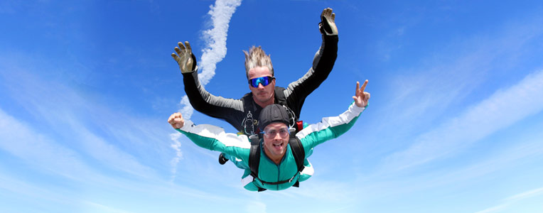 Dubai Adrenaline Junkies: Skydiving