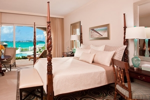 Balmoral Beachfront Walkout Butler Suite