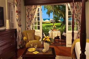 Sundowner Honeymoon Beachfront Butler Suite