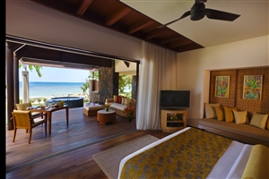 Beachfront Pool Suite