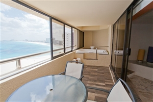 Preferred Club Jacuzzi Junior Suite
