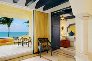 Master Suite Ocean Front Two Bedroom With Plunge Pool