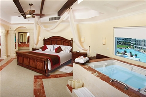 Royal Master One Bedroom Suite Oceanfront