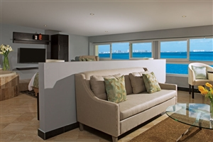 Preferred Club Corner Suite Ocean Front