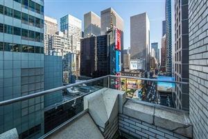 Signature Terrace Suite Times Square View