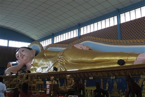 Reclining buddha statue - click to expand