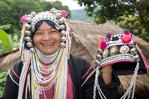 Akha woman - click to expand